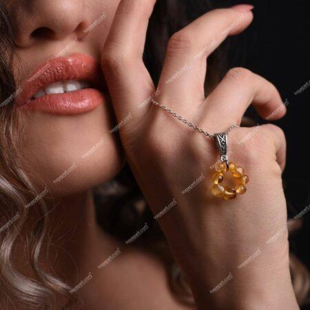 kehribar doğal taş kadın kolye ucu